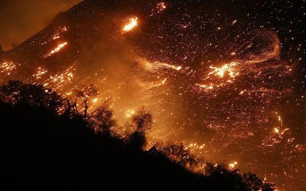 Mỹ: Cháy lớn tương đương diện tích 37.000 sân bóng đá khiến California như rơi vào ngày tận thế