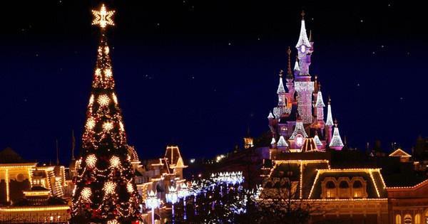 Khung cảnh đón Giáng sinh sớm ở nhiều nơi trên khắp thế giới: Lộng lẫy, nguy nga và ấm áp