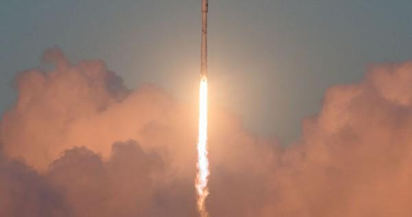 SpaceX lần đầu tiên trong lịch sử hoàn thành sứ mệnh tiếp tế cho ISS bằng tên lửa và tàu vũ trụ tái sử dụng