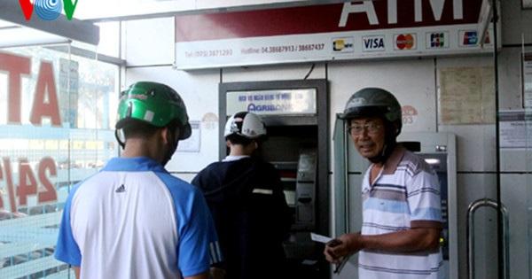 Rút tiền ở máy ATM, tài khoản bị trừ 3 lần vẫn không nhận được tiền