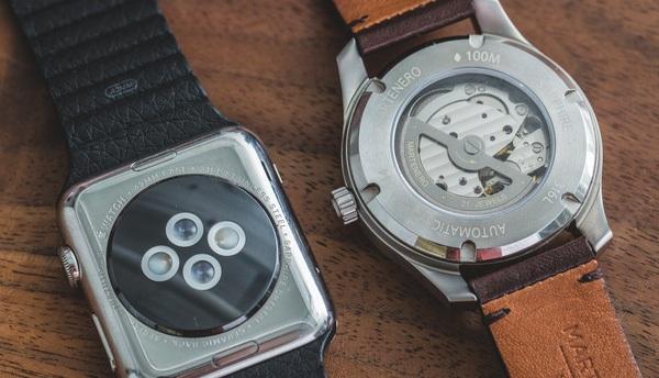 """Apple đang làm rung chuyển nền công nghiệp đồng hồ Thụy Sĩ, khiến Swatch """"toát mồ hôi hột"""""""