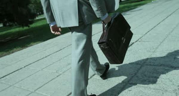 Cứ gì phải kinh doanh mới kiếm nhiều tiền? Hãy là một nhân viên yêu nghề, một tay sales xuất sắc, một vị sếp tận tâm... cũng giúp bạn trở nên giàu có!