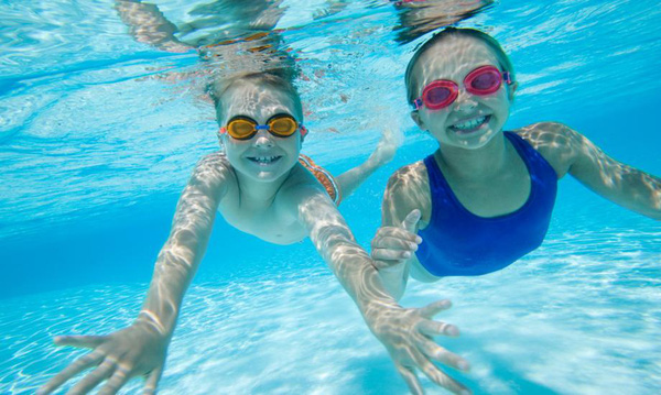 Bơi lội, cầu lông, gym là những môn thể thao giúp con người sống ...