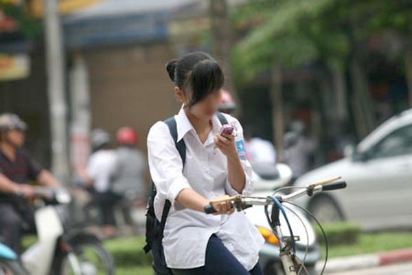 Cảnh báo ngay con bạn về việc lạm dụng smartphone: 7 tác hại nguy hiểm của điện thoại thông minh lên trẻ thành niên, trong có 'gây nguy cơ ung thư' - ảnh 1