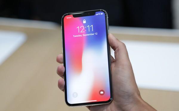 Mặc giới chuyên gia công nghệ vùi dập, iPhone X vẫn cháy hàng tại Việt Nam vì lý do này