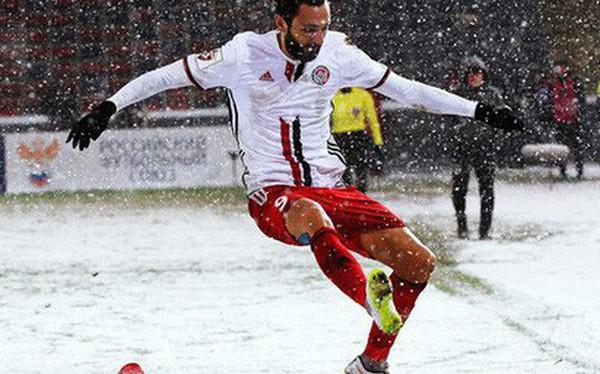Tại sao những giải bóng đá hàng đầu ở châu Âu rất ít khi hoãn vì tuyết?