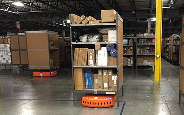 Kho hàng Amazon: tiện đâu vứt đấy, không cần sắp xếp theo thứ tự nhưng lại hiệu quả nhất thế giới là sao?