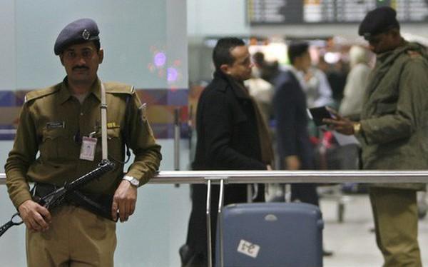 Quy định kỳ lạ: Nhân viên an ninh sân bay Ấn Độ không được niềm nở với khách
