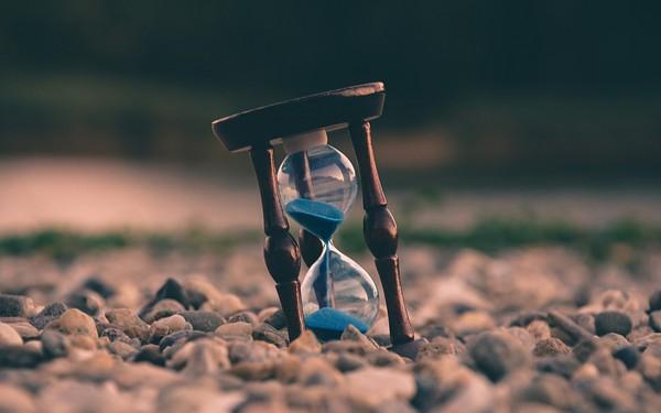 Bán mạng làm việc, hối hả với các mối quan hệ, một ngày lặng người nhận ra: Mình đã già