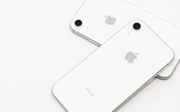 Bạn có tin Tim Cook đã học hỏi chiến lược cũ của chính Samsung, Sony để tạo ra iPhone XR?