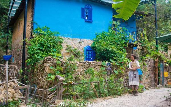 """Ngôi nhà trên núi đẹp như tranh vẽ và cuộc sống bình lặng của cô gái tự nhận mình là """"cô bé Lọ Lem"""""""
