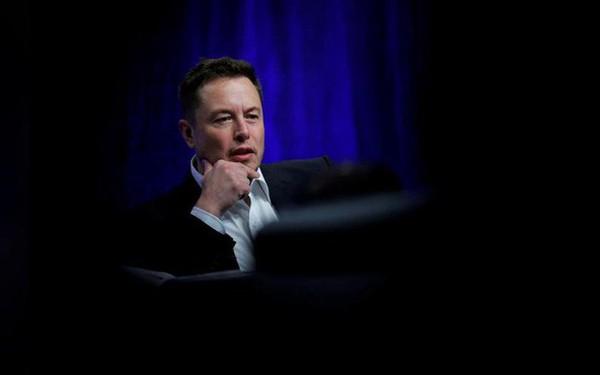 """CEO Elon Musk đã xóa bỏ chức danh của mình tại Tesla, nói rằng """"để xem chuyện gì sẽ xảy ra"""""""