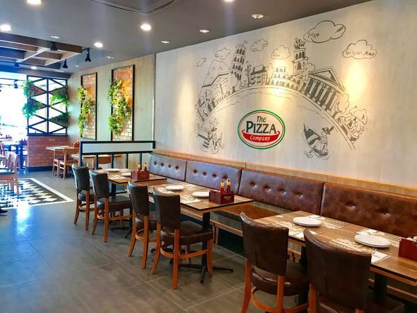 Không gian nhà hàng pizza rộng rãi ấn tượng