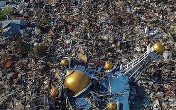 Cảnh khốn cùng của người dân Indonesia sau động đất, sóng thần