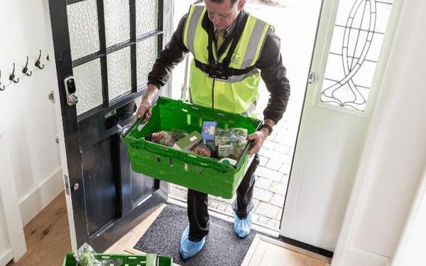 Đã có dịch vụ giao hàng tạp hóa đến tận…tủ lạnh khi bạn vắng nhà