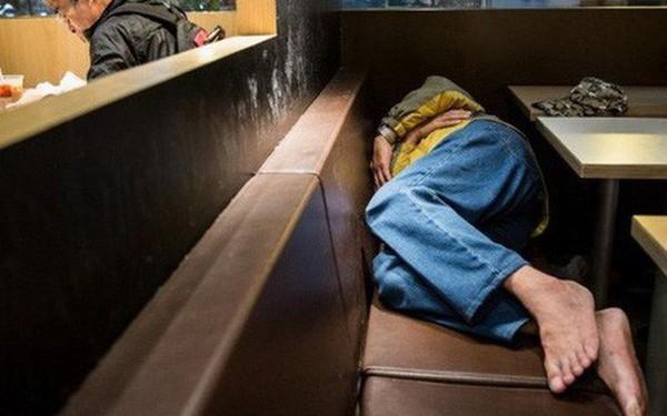 """Tìm hiểu về """"McRefugees"""": Nơi người vô gia cư, người cô đơn tại Hồng Kông coi là ngôi nhà thứ hai của mình"""