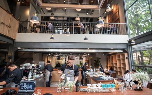 """Từ việc The Coffee House nhận vài nghìn đơn hàng online mỗi ngày đến cuộc chiến """"đẫm máu"""" trên thị trường giao đồ ăn của GrabFood, Now và Lala"""