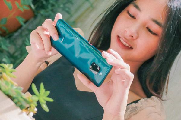 """""""Cháy hàng"""" gần 1600 suất đặt mua Huawei Mate 20 Pro, CellphoneS lỡ hẹn với khách trong ngày mở bán."""