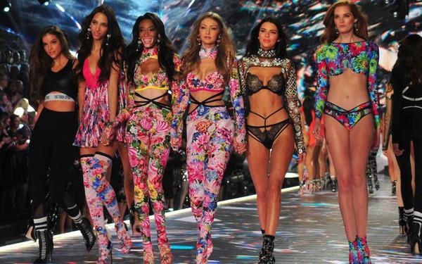 """Bị chỉ trích vì không làm đồ ngoại cỡ, CMO Victoria's Secret phản pháo cực """"gắt"""": """"Đã tổ chức show ngoại cỡ nhưng chẳng ai thèm xem, chúng tôi không bán hàng cho cả thế giới!"""""""
