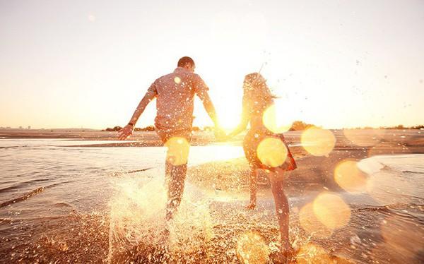 Vì sao có người luôn sống vui vẻ, lung linh màu sắc còn bạn mãi một màu nhàm chán