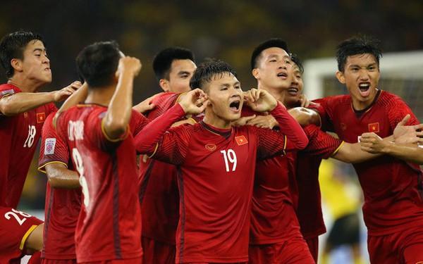 Đây là lý do gần 60 DN chịu chi 1 tỷ đổi lấy 30s quảng cáo AFF Cup 2018: Một hãng sữa tầm tầm của Việt Nam đã tăng doanh số 200% nhờ bóng đá như thế này!