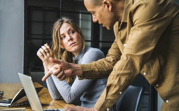 Nếu có vấn đề gì không biết thì đừng dại đi hỏi sếp, bởi chắc chắn sếp bạn cũng không biết! Sếp mà điều gì cũng biết thì đâu cần tuyển bạn về!