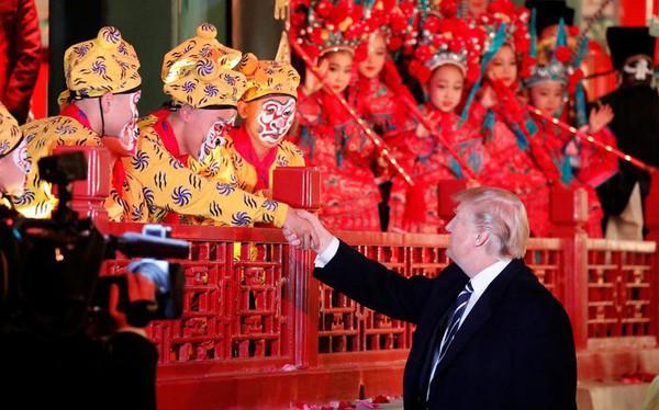 Bất chấp chiến tranh thương mại, người Mỹ vẫn mua hàng Trung Quốc 'ầm ầm'