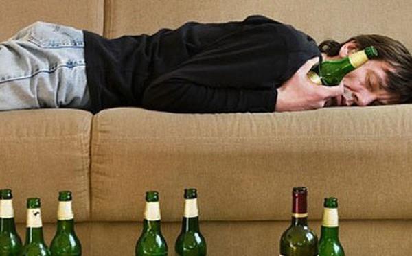 Tết rồi, say xuân thôi đừng say rượu, vẫn còn bố mẹ và vợ con đang chờ ở nhà!