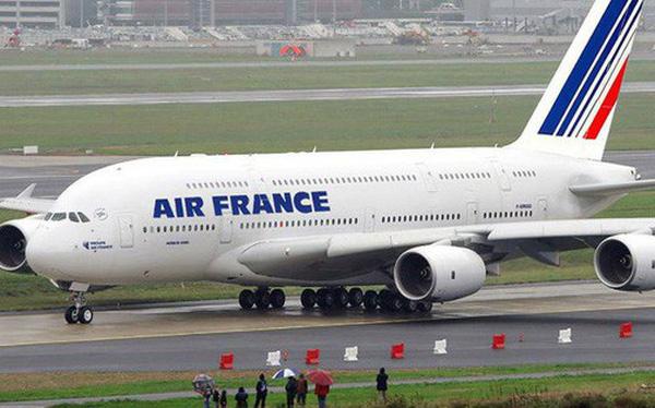 Nhiều người Việt ngỡ ngàng khi Air France đơn phương huỷ loạt vé máy bay siêu rẻ đi Pháp do lỗi hệ thống trong ngày 14/2