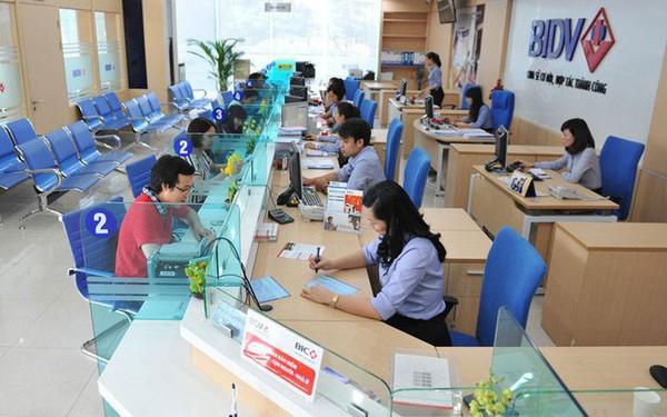 Vì sao là nghề hot lương không dưới chục triệu, thưởng nhiều nhưng nhân sự ngân hàng Việt vẫn kêu trời khó tuyển và giữ người?