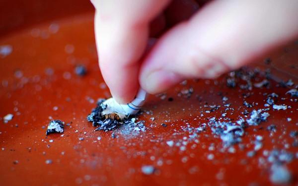 Trên thế giới, người ta đang cai thuốc lá như thế nào?
