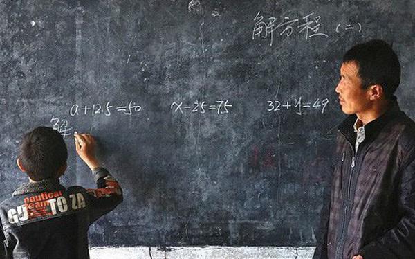 Dù nắng hay mưa, người thầy vẫn tận tụy đến trường để dạy cho 1 học sinh duy nhất