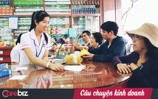 """Trong khi TGDĐ """"buông cờ"""" đối với chuỗi Phúc An Khang, FPT Retail lại đặt cược lớn vào Long Châu, kì vọng mảng dược sẽ đóng góp 40% doanh thu vào 4 năm tới"""