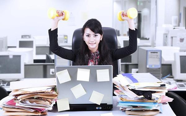 Bí quyết sống khỏe cho người ngồi làm việc nhiều