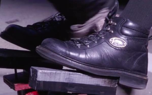Bí quyết kiếm 900 USD mỗi ngày của gã đánh giày New York khiến dân sales chỉ biết cúi đầu nể phục!