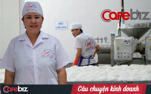 Từ cấy thuê đến bán thịt heo, trải qua 3 lần sạt nghiệp, người phụ nữ đất Bắc xây dựng thương hiệu bún lớn nhất Sài Gòn trị giá 100 tỷ đồng