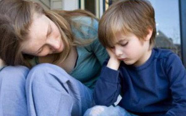 Biết con lấy trộm đồ trong nhà hàng, người mẹ đã làm 1 việc khiến cậu bé tự nguyện sửa sai