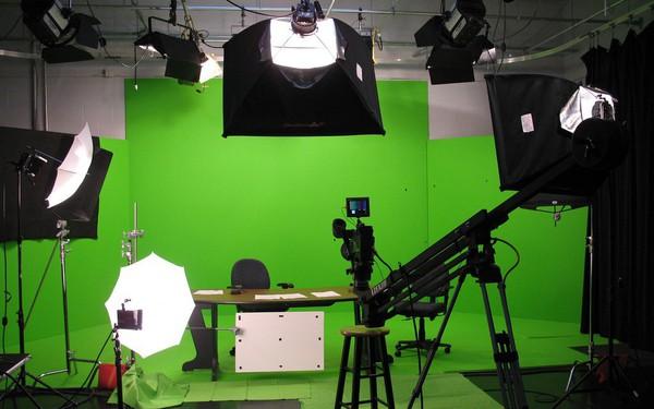 Tại sao phông nền trong điện ảnh, truyền hình là màu xanh lục mà không phải là màu khác?