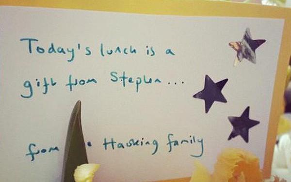 Bất ngờ và cảm động với món quà cuối cùng của nhà thiên tài vật lý Stephen Hawking