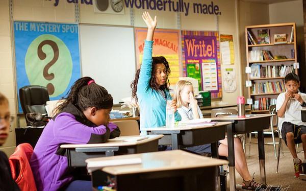 Vì sao nhiều người đi học có bảng điểm đẹp, là con cưng của thầy cô nhưng chưa chắc thành công trên đường đời?