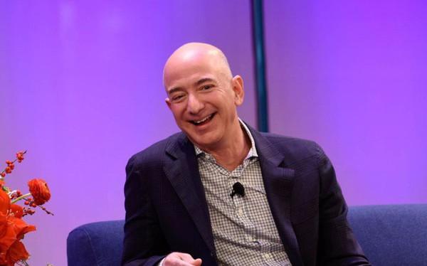 Lời khuyên của tỷ phú Amazon: Đừng cố cân bằng giữa cuộc sống riêng và công việc làm gì, sẽ chỉ thêm áp lực mà thôi