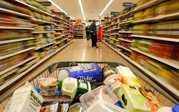 Hàng tiêu dùng tiêu thụ giảm ở kênh thương mại truyền thống nhưng tăng ở siêu thị, cửa hàng tiện lợi
