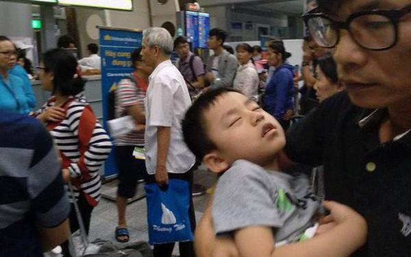 Máy bay Vietnam Airlines gặp sự cố, hàng trăm hành khách phải ngủ lại qua đêm tại sân bay Đà Nẵng