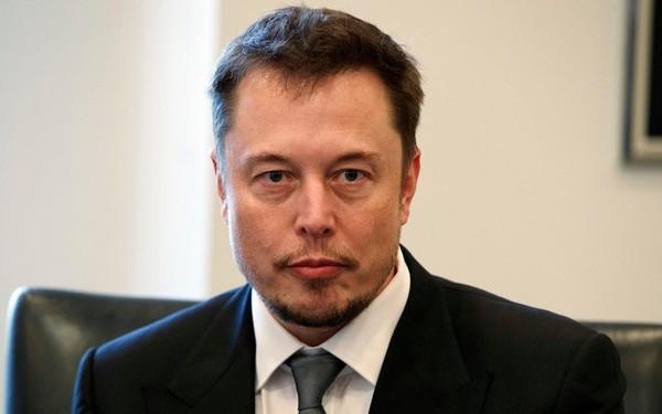 """Elon Musk tái cơ cấu Tesla, """"san phẳng"""" hệ thống quản lý"""