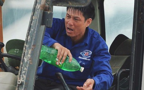 Nhọc nhằn bước chân mưu sinh của những người lao động nghèo dưới nắng nóng Hà Nội