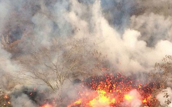 Núi lửa Hawaii phun trào nổ, tạo cột khói cao hơn 9 km