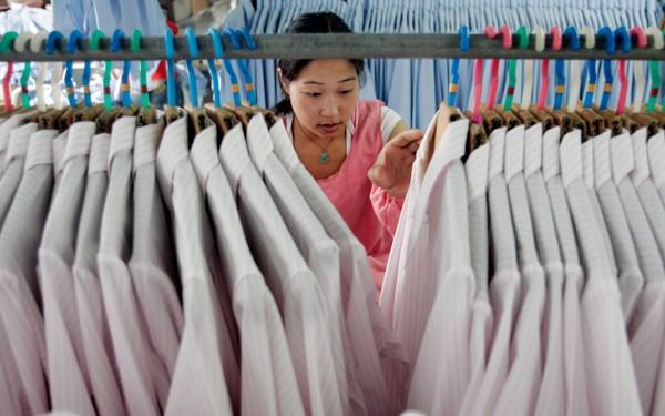 """Từ kinh nghiệm gia công hàng hiệu, các nhà xưởng Trung Quốc chuyển sang kinh doanh hàng """"chất lượng"""" với giá bình dân"""