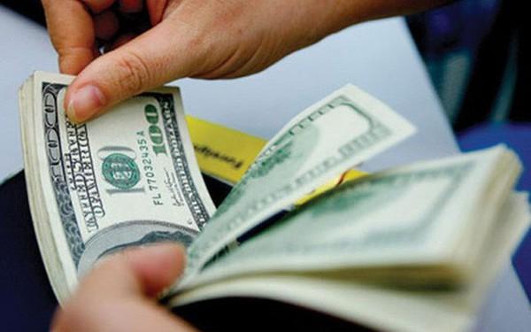 USD ngân hàng nhanh chóng đảo chiều giảm, USD tự do vẫn nhích nhẹ