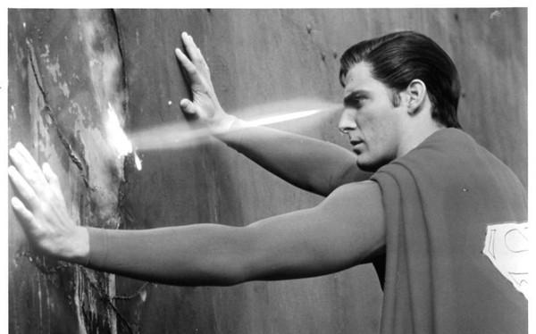 Con người sẽ có thể bắn ra tia laser từ mắt không khác gì Superman