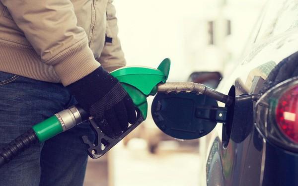 Lý do nước Mỹ suốt 25 năm giữ nguyên một mức thuế xăng dầu tính bằng xu/gallon khiến nhiều người bất ngờ